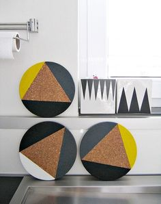 DIY inspiration: painted cork mats painted (geometric / negative-space triangle using tape) for a pop of color in the kitchen Coaster Crafts, Cork Coasters, Cork Crafts, Fun Crafts, Diy And Crafts, Diy Tapete, Diy Hacks, Creation Deco, Diy Wallpaper