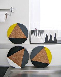 Bis später in der Küche......    Heiss begehrt und hübsch angerichtet setzen diese farbenfrohen Untersetzer ein Highlight in jede Küche.....  das s...