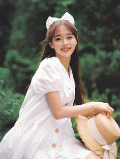 Kpop Girl Groups, Korean Girl Groups, Kpop Girls, Loona Kim Lip, Chuu Loona, Kpop Aesthetic, K Idols, South Korean Girls, Photo Cards
