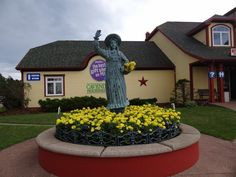Anne statue in front of Cavendish Figurines in Borden-Carleton, PEI