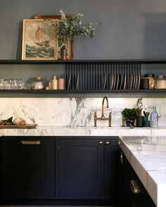 """Farrow & Ball on Instagram: """"#DeNimes, our down to earth and fashionable blue, creates a calming backdrop in the kitchen. Used here in the #ModernEmulsion finish for…"""" Black Kitchen Cabinets, Black Kitchens, New Kitchen, Kitchen Decor, Kitchen Racks, Kitchen Office, Kitchen Tile, Kitchen Countertops, Interior Simple"""