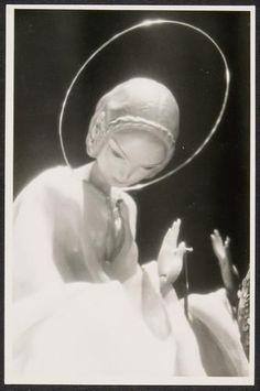 "Richard Teschner  "" - Richard Teschner  ""Mary"" rod puppet 1916 Theatre Museum Vienna --- #Theaterkompass #Theater #Theatre #Puppen #Marionette #Handpuppen #Stockpuppen #Puppenspieler #Puppenspiel"
