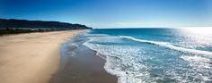 Otras playas cercanas a Zahara son las playas de Cañillos y de Pajares en Barbate y las playas de los Alemanes y de El Cañuelo en Tarifa. Esta última es una pequeña playa virgen ubicada en el Parque Natural del Estrecho, entre el cabo de Gracia y punta Camarinal.