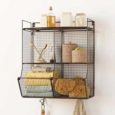 Kitchen wall shelves wire baskets new Ideas Wall Hanging Storage, Bathroom Storage Shelves, Bathroom Organization, Kitchen Storage, Organization Ideas, Hanging Towels, Storage Ideas, Kitchen Shelves, Hanging Wire