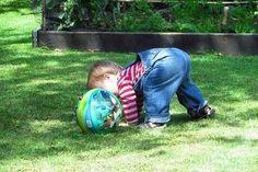 1歳ではお昼寝の時間が長かったり、長い時間行動すると疲れてしまったりするので、子どものペースに合わせて、無理のない行き先やスケジュールを考えることも大切。そこで、1歳のお出かけのお悩みについて、石崎先生と、佐藤先生にお話をお伺いしました。 Maternity, Sports, Baby, Hs Sports, Baby Humor, Sport, Infant, Babies, Babys