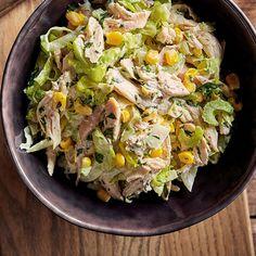 Buffalo chicken salad With blue cheese dressing Broccoli Pasta Salads, Ricardo Recipe, Cozy Meals, Arugula Salad, Easy Salads, Vegetable Salad, Buffalo Chicken, How To Cook Chicken, Chicken Salad