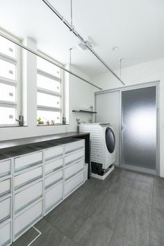 ⑤の家 – 福岡の女性住空間デザイナーが提案する注文住宅 in 2020 Utility Room Storage, Drying Room, Bathroom Vanity Designs, Natural Interior, Bathroom Toilets, Laundry Room Design, Home Renovation, Home Interior Design, Decoration