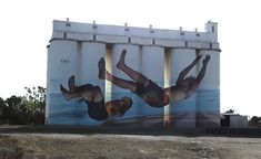 Tumby Bay, South Australia.  These figures are amazing, the way they follow the curve of the silo so that when standing in the right spot the gap between the silos disappears. We were there in the mid-afternoon with the sun right at the top of the silos, about the worst time for getting a good photo. 3d Street Art, Street Art Graffiti, Mid Afternoon, Sand Art, Water Tower, Weird Pictures, Country Art, Mural Painting, South Australia