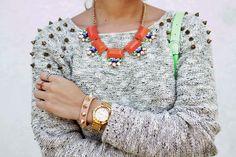 Neón love! del Blog Miss Monroee.  Short:  Zara / Sneakers: bsk / Bolso: Stella Rittwagen / Collar: Vanity / Sweater: Garota / Pulsera: Aishop / Anillos: Parfois