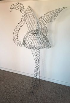 Wonderful Types Of Urban Gardening Ideas. Sensational Types Of Urban Gardening Ideas. Chicken Wire Art, Chicken Wire Sculpture, Chicken Wire Crafts, Flamingo Craft, Flamingo Painting, Flamingo Decor, Art Fil, Garden Deco, Frame Stand