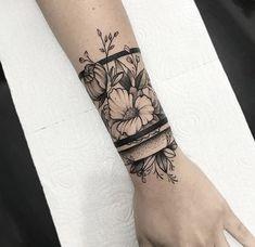 Sunflower Tattoo Archives - Garden Furniture Source by alescanda Wrist Band Tattoo, Wrist Tattoo Cover Up, Wrist Tattoos For Guys, Armband Tattoo, Forarm Tattoos For Women, Arm Cuff Tattoo, Tattoo Maori, Samoan Tattoo, Polynesian Tattoos