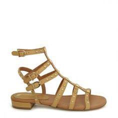 Sandalia romana piel camel Pedro Miralles #madeinspain  #pedromiralles #flat #shoes #shoeporn #style #tachuelas #trends #ss16 #shoes  #calzado