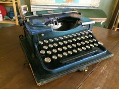 Antique 1930s Two-Tone Blue Royal Portable Typewriter - Working Condition