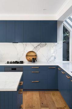 Kitchen Room Design, Kitchen Cabinet Design, Modern Kitchen Design, Home Decor Kitchen, Interior Design Kitchen, Home Kitchens, Kitchen Furniture, Blue Kitchen Ideas, Modern Kitchen Cupboards