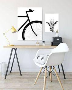 Estudio minimalista con cuadros en blanco y negro  #minimalismo #cuadros #cuadrosdecorativos Office Desk, Home Office, Furniture, Walls, Home Decor, Apple, Boho, Canvas, Instagram
