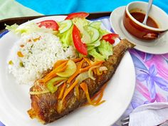 Escovitch style is likely how you will encounter fish in Jamaica, meaning it's pan-fried and dressed in a spicy, vinegary, onion-and-pepper sauce. Fish Recipes, Seafood Recipes, Indian Food Recipes, Vegan Recipes, Cooking Recipes, Salad Recipes, Fish Escabeche, Jamacian Food, Vegane Rezepte
