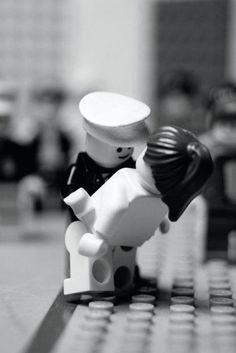 Lego♥Love the famous kiss.