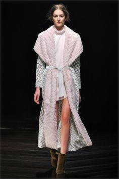 Sfilata Marios Schwab London - Collezioni Autunno Inverno 2013-14 - Vogue