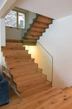 Haus/Wohnung Metal stairs with parquet steps Vacuums Commercial or Domestic? Building Stairs, Building A Shed, Commercial Architecture, Interior Architecture, Garde Corps Design, Stairs Window, Metal Stairs, Level Homes, Modern Staircase