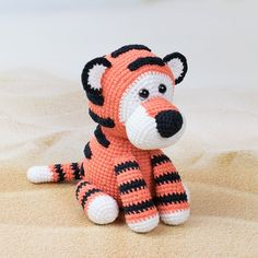 We all love wild cats, but they just don't make great roommates. This cute amigurumi tiger certainly does. Crochet it today with our tiger amigurumi pattern! Crochet Elephant Pattern, Crochet Hippo, Cute Crochet, Crochet Toys, Cat Amigurumi, Crochet Patterns Amigurumi, Stitch Head, Amigurumi For Beginners, Yarn Tail