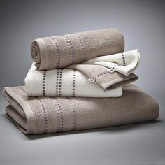 Lot 1 drap de bain + 2 serviettes + 2 gants, 420 g/m2 La Redoute Interieurs : prix, avis & notation, livraison. Le lot de 5 pièces de linge de toilette coordonné, travaillé dans des tons chics pour une salle de bain raffinée. Le lot de linge de toilette, finition liteau en fils viscosecomprend :- 1 drap de bain uni, dimensions 70 x 130 cm- 2 serviettes de toilette (1 blanche, 1 couleur), dimensions 50 x 90 cm- 2 gants de toilette (1 blanc, 1 couleur), dimensions 15 x 21 cm.Éponge pur coton…