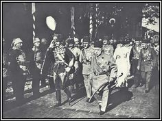 Avusturya-Macaristan imp.Kayser I.Karl (solda) İstanbul ziyareti 1918. Sag onde Mehmed Resad, ortada Enver Paşa, arka sagda veliaht Mehmed Vahideddin