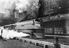 Original Hiawatha departing Chicago | Classic Trains Magazine Class Pictures, Train Pictures, Train Posters, Milwaukee Road, The Golden Years, Steam Locomotive, American History, Illinois, Transportation