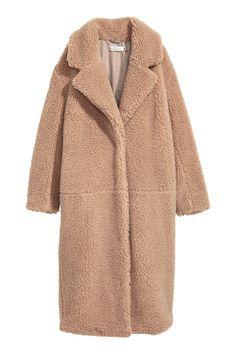 teddy coat in beige by H&M Fashion Week, Look Fashion, Winter Fashion, Trendy Fashion, Chifon Dress, Long Beige Coat, Long Coats, Women's Coats, Faux Shearling Coat
