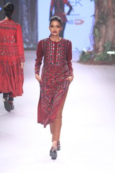 Anita Dongre. LFW W/F 15'. Indian Couture.