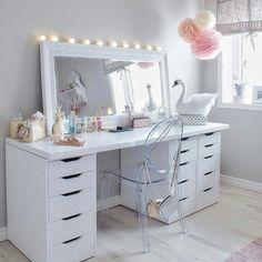 Ideas for bedroom desk makeup dressers Vanity Room, Vanity Decor, Vanity Ideas, Teen Vanity, Rangement Makeup, Bedroom Desk, Glam Room, Makeup Rooms, Beauty Room