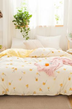 To find out about the Falling Flower Print Duvet Cover Without Filler at SHEIN, part of our latest Duvets & Duvet Covers ready to shop online today! Dream Rooms, Dream Bedroom, Cute Bedroom Ideas, Duvet Bedding Sets, Aesthetic Room Decor, My New Room, House Rooms, Bed Sets, Room Inspiration
