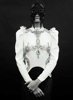 Vogue-Spain-April-2017-Cameron-Russell-Adwoa-Aboah-by-Emma-Summerton-12.jpg