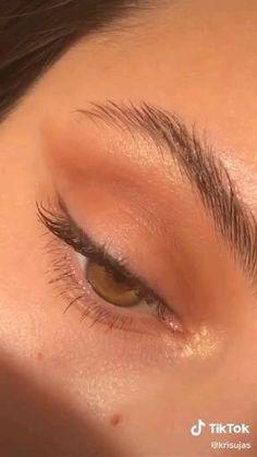 Eyes makeup tips and IDEAS | MAKEUP TUTORIALS. follow us for daily free eyes makeup ideas and tips. #makeup #eyesmakeup #colourfuleyes #eyesmakeuptips #makeuptumblr #makeupideas #natural #tiktok #EYESHADOW #trendy Eyeshadow Tutorial Natural, Smoky Eye Makeup Tutorial, Makeup Looks Tutorial, Eyeliner Tutorial, Eyeshadow Tutorials, Makeup Tutorials, Tutorial Make Up Natural, Bronzer Tutorial, Eyeshadow Ideas