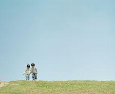 haru and mina again by hideaki hamada Japanese Photography, Summer Photography, Image Photography, Film Pictures, You Are Cute, Kodak Portra, Japanese Film, Green Nature, Documentary Photography