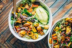 This guacamole breakfast bowl has it all - spiced potatoes, sautéed peppers, and yummy greens. Made with whole foods, plant-based ingredients!