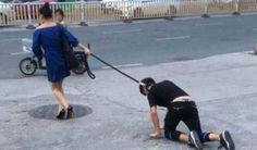 Gambar wanita ikat tali di leher teman lelaki dan membawanya bersiar-siar seperti anjing di China   Seorang wanita mengikat tali di leher teman lelakinya dan membawa kekasihnya bersiar-siar di bandar ini seperti seekor anjing.  Gambar wanita ikat tali di leher teman lelaki dan membawanya bersiar-siar seperti anjing di China  Pasangan itu dilihat di sebatang jalan di bandar ini pada Jumaat lalu dan menjadi viral di laman sosial di China.  Beberapa gambar tersebar di Internet menunjukkan…