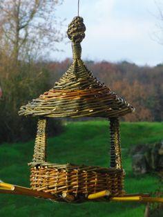 mangeoire pour oiseaux en osier accessoires de maison par les chemins de l osier bricolage. Black Bedroom Furniture Sets. Home Design Ideas