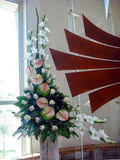 Contemporary Flower Arrangements, Tropical Flower Arrangements, Tropical Flowers, Altar Flowers, Church Flowers, Big Flowers, Arte Floral, Table Arrangements, Flamingo