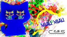 Zarcillos pegados medianos de #gato sobre pieza de Llavero. Combinación de colores fluorescentes para el acrílico azul. #ClaudiaCassani  Pedidos vía web & whatsapp [ver perfil]