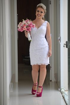 Search results for Vestido, You can collect images you discovered organize them, add your own ideas to your collections and share with other people. Elegant White Dress, Elegant Dresses, Courthouse Wedding Dress, Civil Wedding, Dress Collection, African Fashion, Bridal Dresses, Marie, Lace Dress