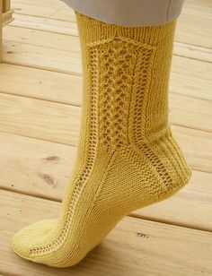 Ravelry: Project Gallery for Ankle Arches Socks pattern by Susan Meredith Pacheco Knitting Stitches, Knitting Socks, Hand Knitting, Knitting Patterns, Two Needle Socks, Ladies Gents, Wool Socks, Knit Picks, Stockinette
