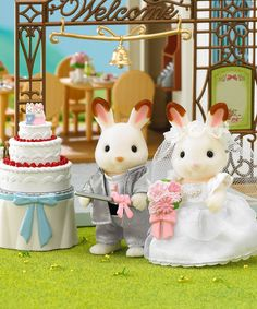 Ignite imagination with Calico Critters! This lovable set encourages pretend play and features Brandon and Bianca, the happy newlyweds. They make delightful additions to a little one's collection. Includes two figurines, bouquet, cake, cake knife, cake topper, candy basket and wedding bell archFigurines: 2.25'' HPVC / ny...
