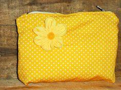Schmucktäschchen - Kosmetiktasche gelb m. Blüte - ein Designerstück von TASsU bei DaWanda