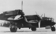 """Messerschmitt Me 264 – """"Amerika"""" bomber.  The planned armament consisted of guns in remotely-operated turrets and in positions on the sides of the fuselage. Overall, it carried very little armour and few guns as a means of increasing fuel capacity and range.   The first prototype, the Me 264 V1, was flown on 23 December 1942."""