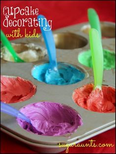 Cupcakes with Kids with Less Mess Baking with kids leads to messes! This page has got a few tips to contain it. Icing in a muffin tin=genius!Baking with kids leads to messes! This page has got a few tips to contain it. Icing in a muffin tin=genius! Cupcake Icing, Cupcake Wars, Baking Cupcakes, Lemon Cupcakes, Strawberry Cupcakes, Frosting, Halloween Cupcakes, Birthday Cupcakes, Party Cupcakes