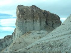 THE SCULPTURED MOUNTAINS OF UTAH