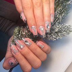 Elegant transparent gel manicure, which is obtained with the help of nails in square shape. It has splendid view. Transparent and shiny rhinestones give to