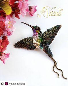 Beaded Brooch, Beaded Earrings, Beaded Jewelry, Gold Office Decor, Beaded Bracelets Tutorial, Brooches Handmade, Floral Crown, Jewelry Accessories, Elsa