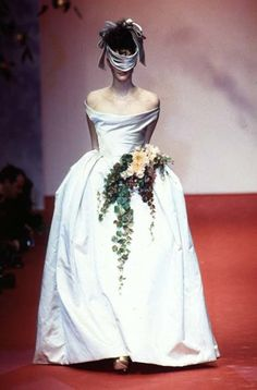 Vivienne Westwood Spring Summer 1997 Ready-to-Wear Collection 90s Fashion, Couture Fashion, Runway Fashion, High Fashion, Fashion Show, Fashion Design, Fashion Styles, Vivienne Westwood Wedding Dress, Moda Aesthetic