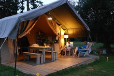 Entertain and host your guests in outdoor style with our Guide to the Ultimate Outdoor Guest Room, with ideas from Indeed Decor . Camping Europe, Camping Glamping, Luxury Camping, Holiday Destinations, Vacation Destinations, Jungle Life, Hotel Meeting, Romantic Escapes, Holidays With Kids